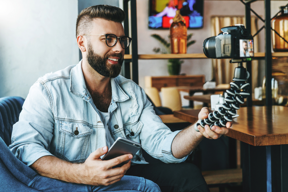 7 Must Have Gadgets For A Vlog Channel